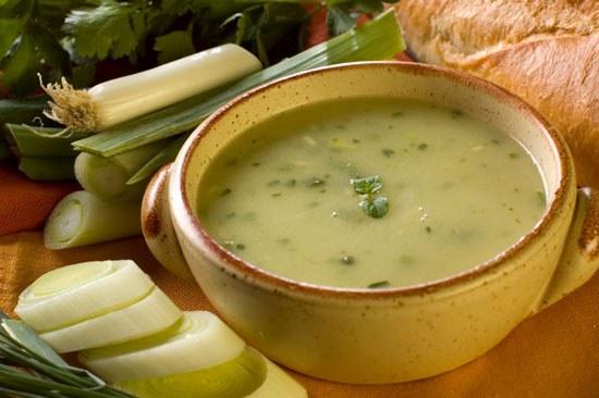Густой питательный гороховый суп - традиционное блюдо русской кухни