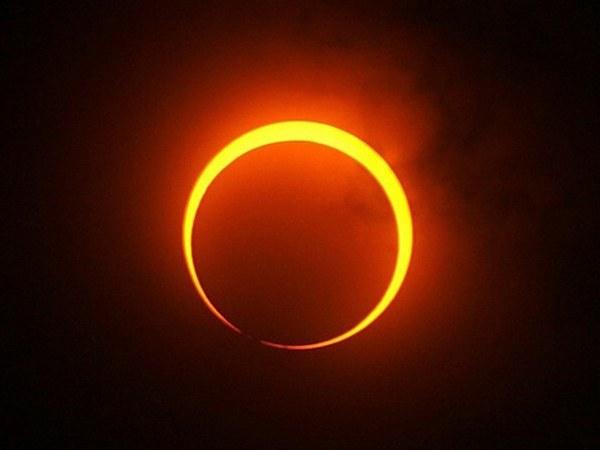 С какой периодичностью происходит солнечное затмение