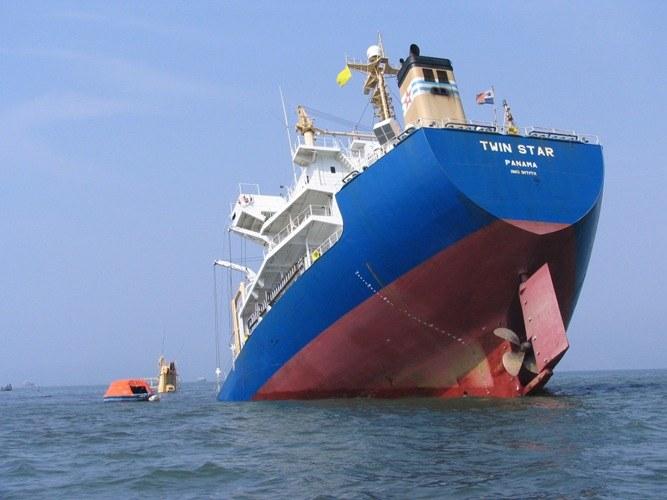 Почему тонут корабли