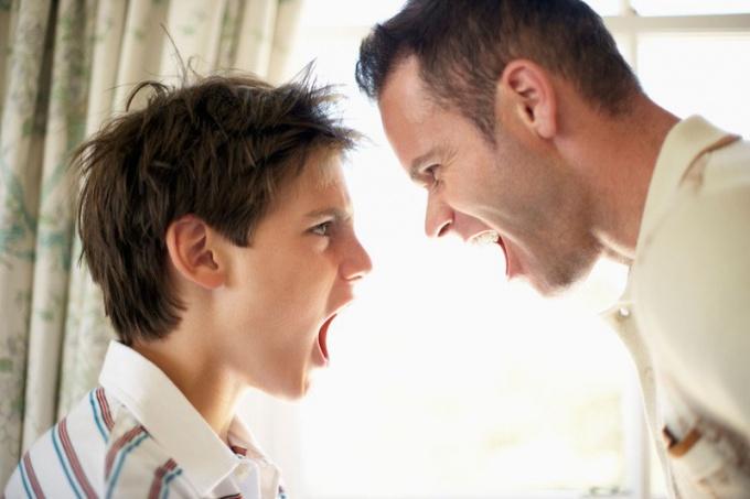 Почему возникают конфликты между детьми и родителями?