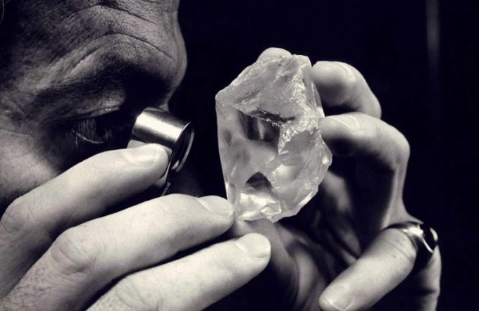 Как оценить драгоценный камень