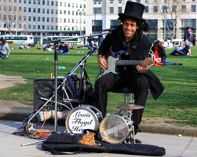 Как стать уличным музыкантом