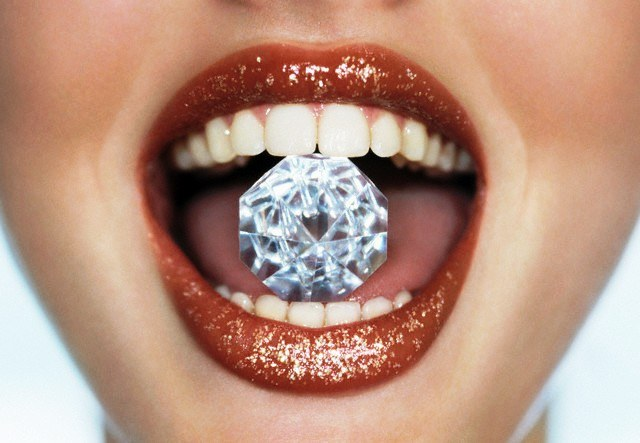 Как защитить верхний слой зубной эмали