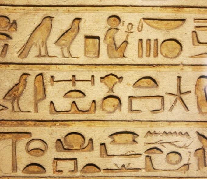Иероглифы являются не просто способом письма, но и произведением искусства