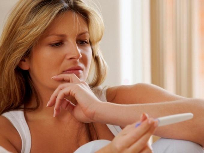 Как прервать беременность на раннем сроке дома народными средствами
