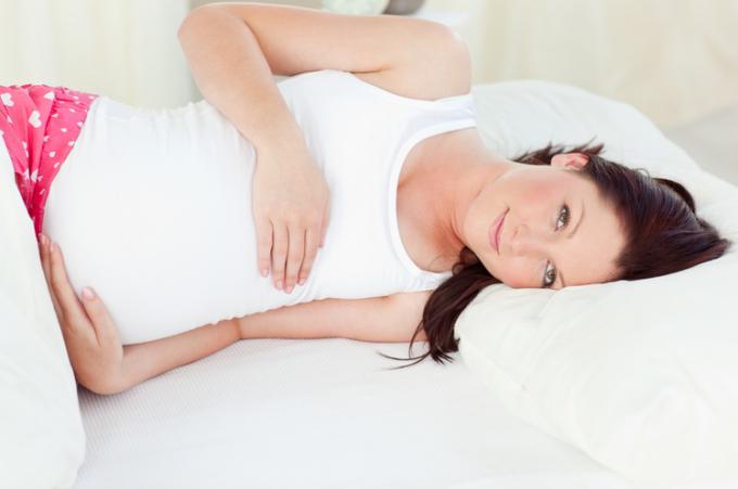 Как лучше спасть во время беременности?