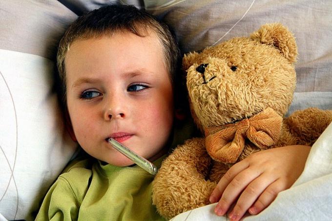 Болезненные реакции организма на вакцины – нормальное явление, и недомогания ребенка родители должны воспринимать с пониманием