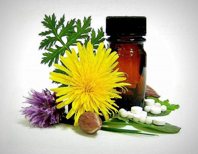 Гомеопатические препараты – крупинки, горошины, таблетки, капли, свечи, мази – изготавливаются из сока растений, измельченных минералов, животного сырья