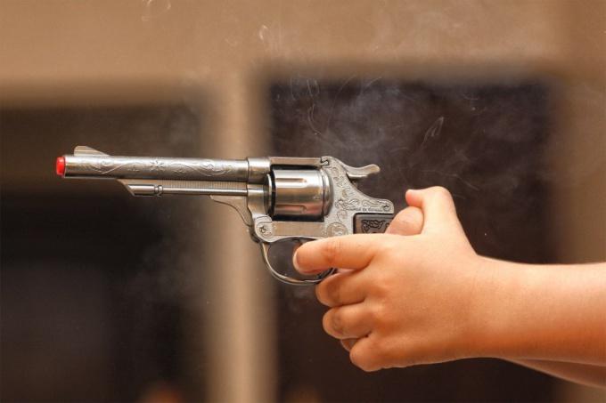 Когда применение оружия считается оправданным
