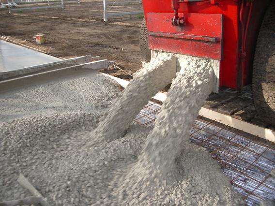 Количество воды в бетоне влияет на его прочность