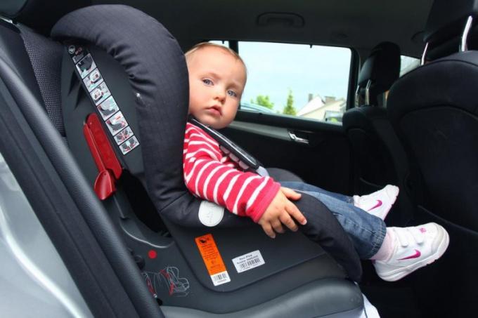 Можно ли ребенка сажать на переднее сидение в кресло 311