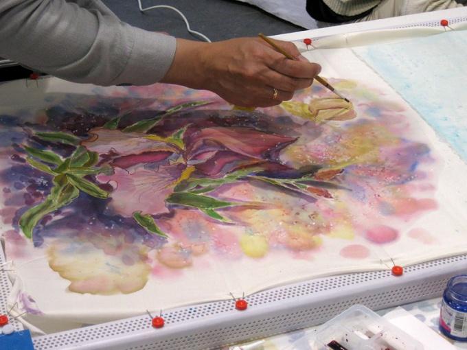 Процесс росписи батика