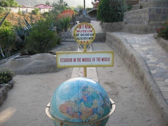 Линия экватора в Кито, Эквадор