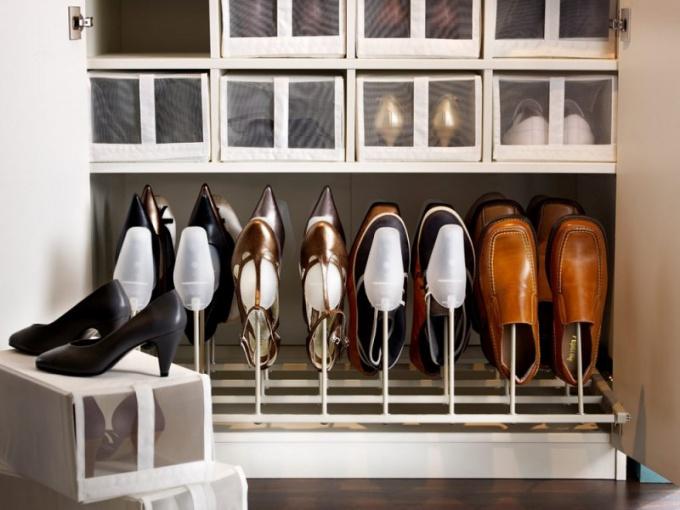 Как хранить сезонную обувь