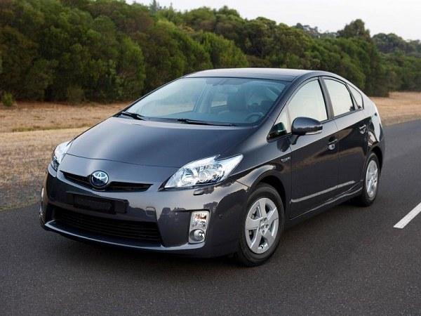 Toyota Prius - яркий представитель из семейства гибридных автомобилей