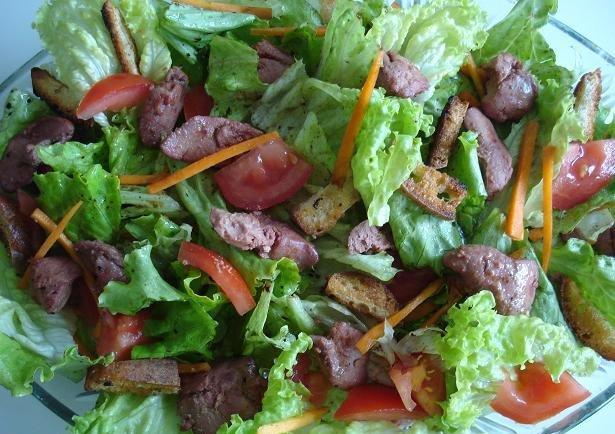 Салат с куриной печенью и уксусной заправкой
