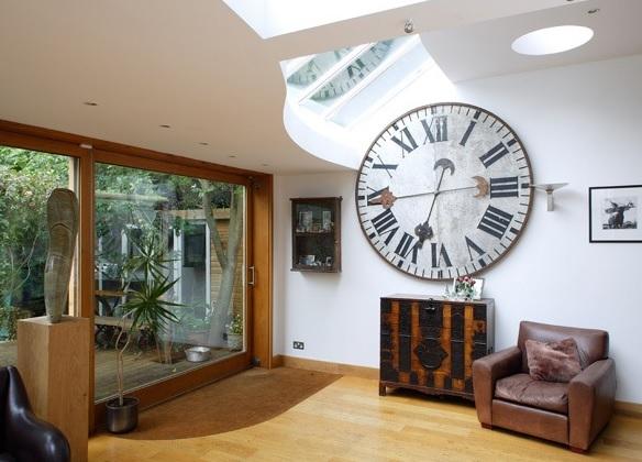 Украшаем интерьер настенными часами