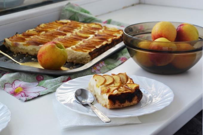 Как приготовить пирог с творогом и персиками