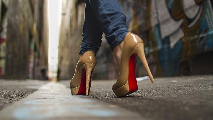 Как научиться красивой походке
