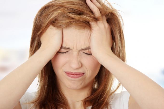 Почему у подростка болит голова