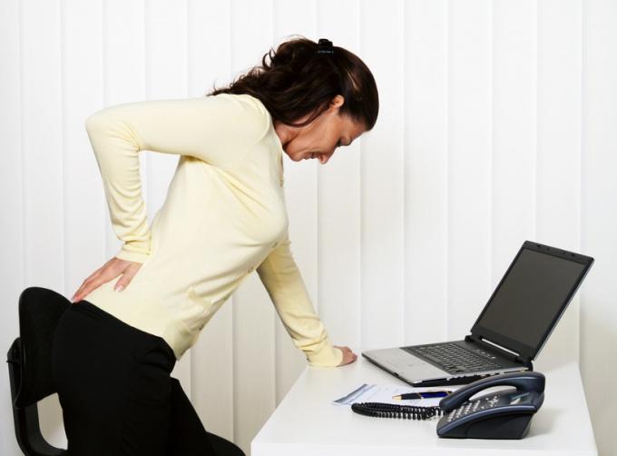 Боли в спине, причины, помощь больному
