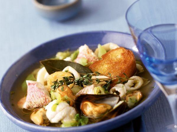 Аппетитный средиземноморский рыбный суп