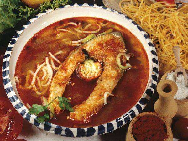 Аппетитный суп с карпом по-венгерски