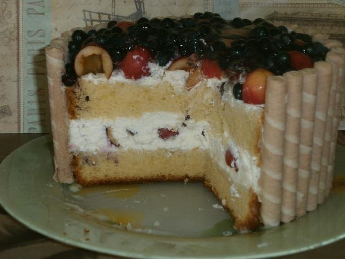 Торт с фруктами и рикоттой.