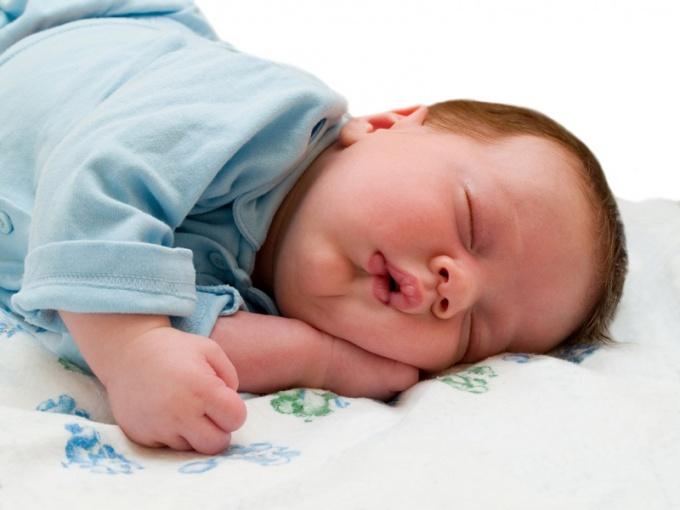 Сон положительно влияет на развитие малыша
