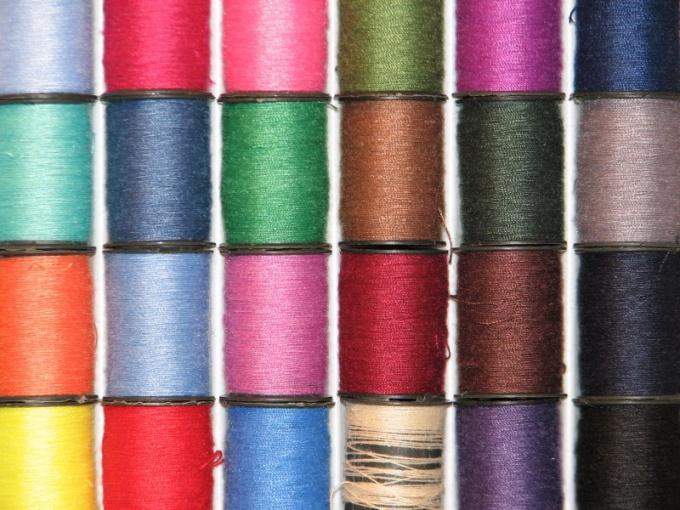 Выберите нитки, которые будут хорошо видны на ткани