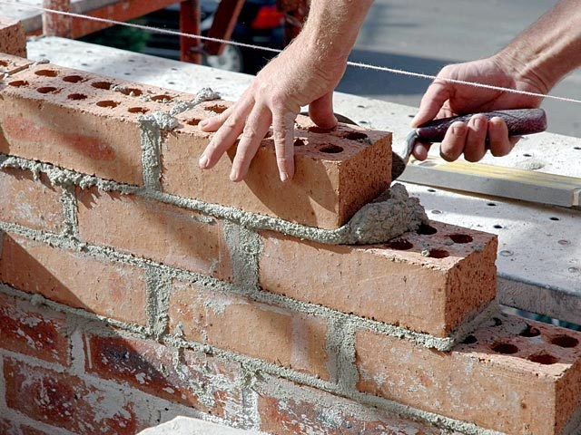 Partition recommended to build from a hollow brick