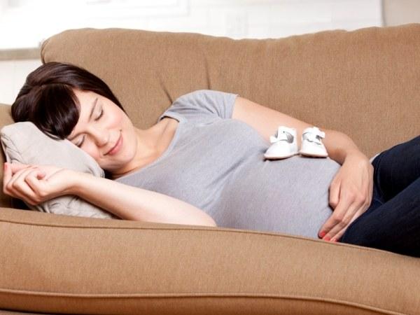 Как беременной нужно спать 10