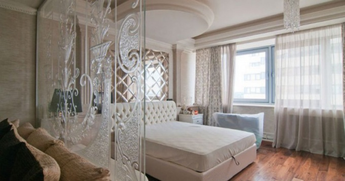 В квартирах можно устанавливать стеклянные перегородки