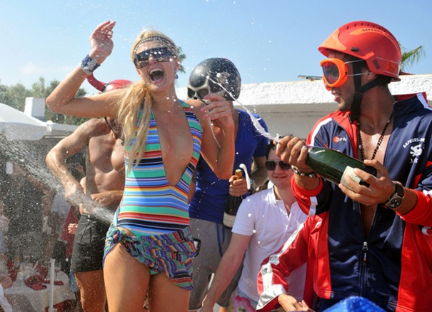 Что надеть на пляжную вечеринку