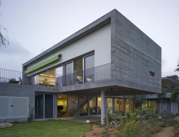 Здание, выстроенное по технологии монолитно-кирпичного домостроения