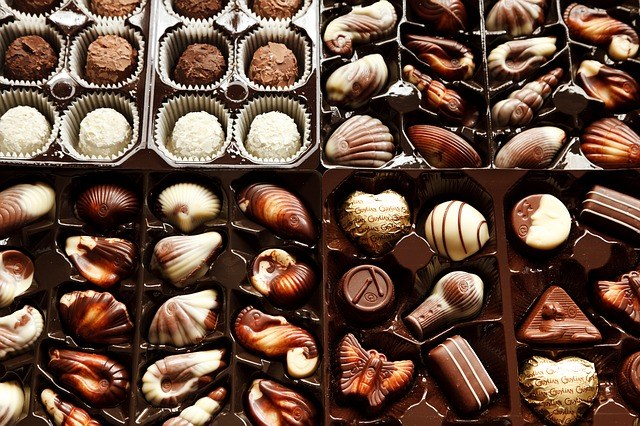 The composition of chocolate include butter and cocoa powder