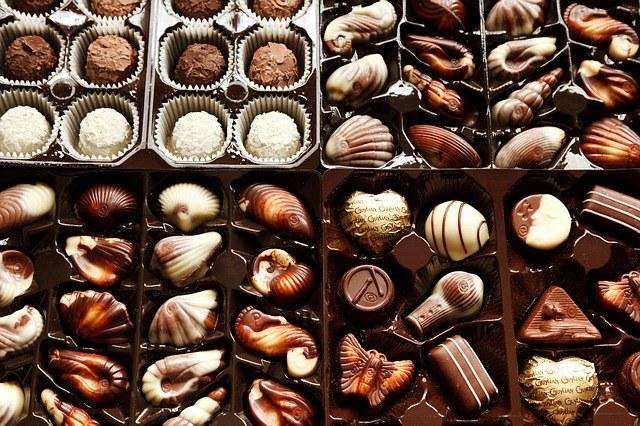 В состав шоколада входит масло и порошок какао