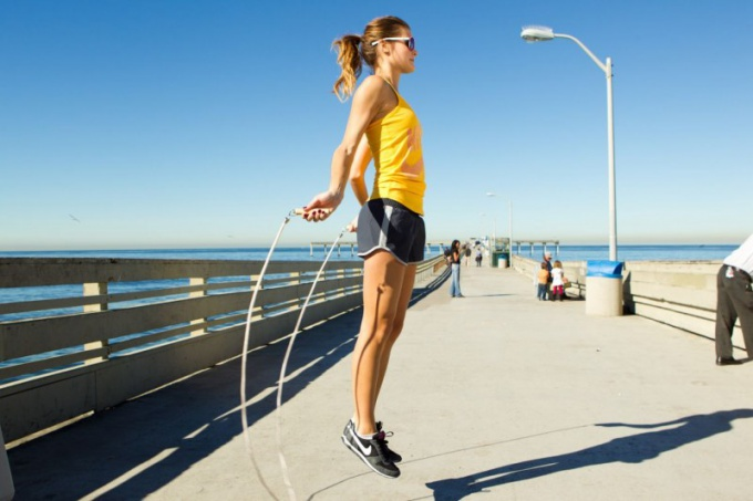 How many calories are expended jumping rope