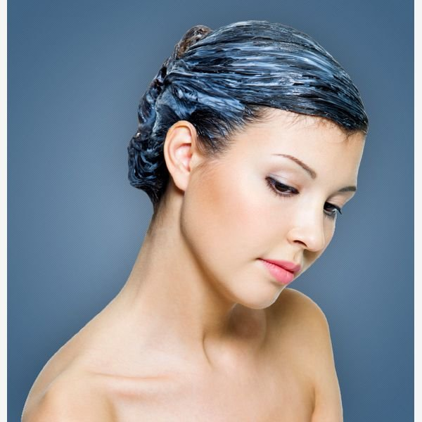 Нанесение маски для сухих волос