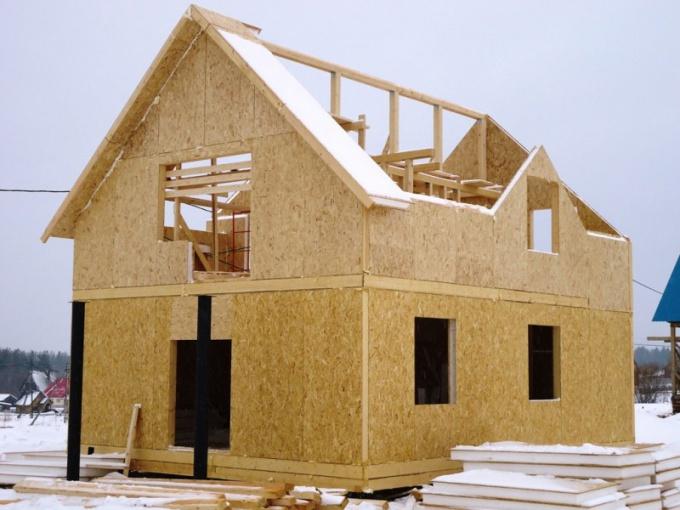 Щитовые дома возводят из щитов и сип-панелей