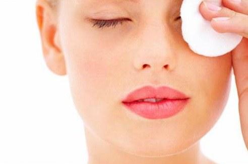 Removing eye make-up