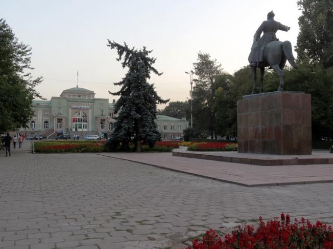 Памятник Фрунзе сохранился и после переименования города Фрунзе в Бишкек