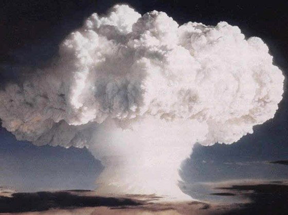 Ядерный гриб от взрыва водородной бомбы