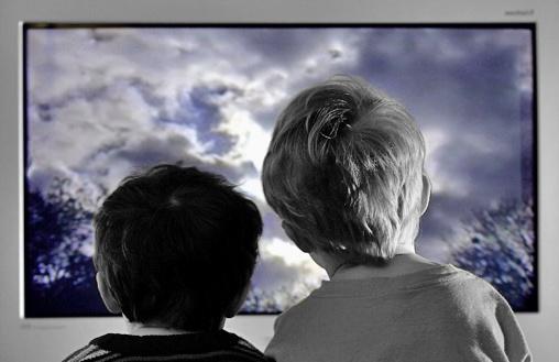 Ребенок и телевизор: правила взаимодействия