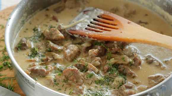 Свинина, тушеная в молочном соусе