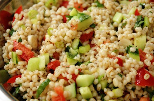 Как приготовить салат с перловой крупой