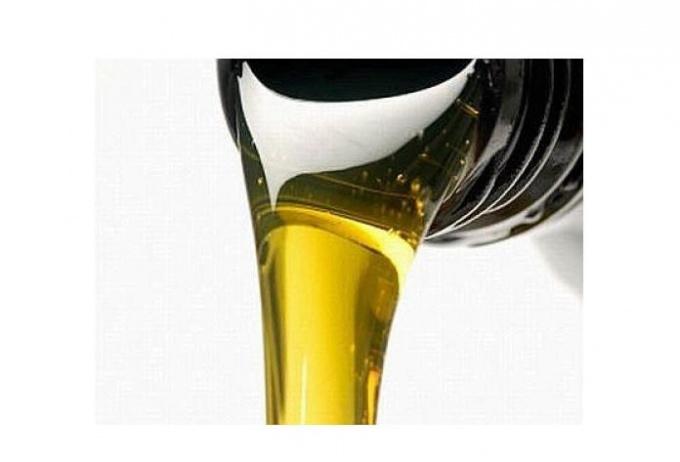 Стоит ли избегать минерального масла в составе косметики? Развенчиваем мифы