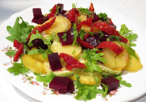 Теплый салат с вялеными помидорами