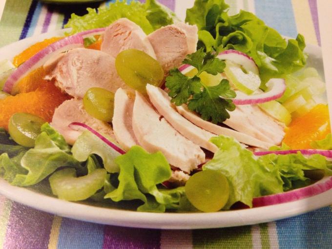 Фруктовый салат с курицей