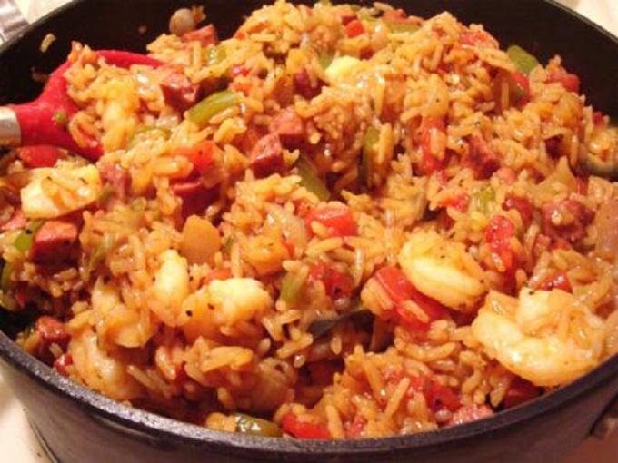 Джамбалайя с креветками и пикантными колбасками